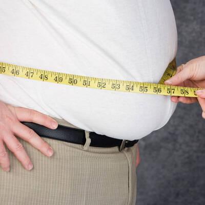 Anzeichen und Symptome von Übergewicht und Adipositas